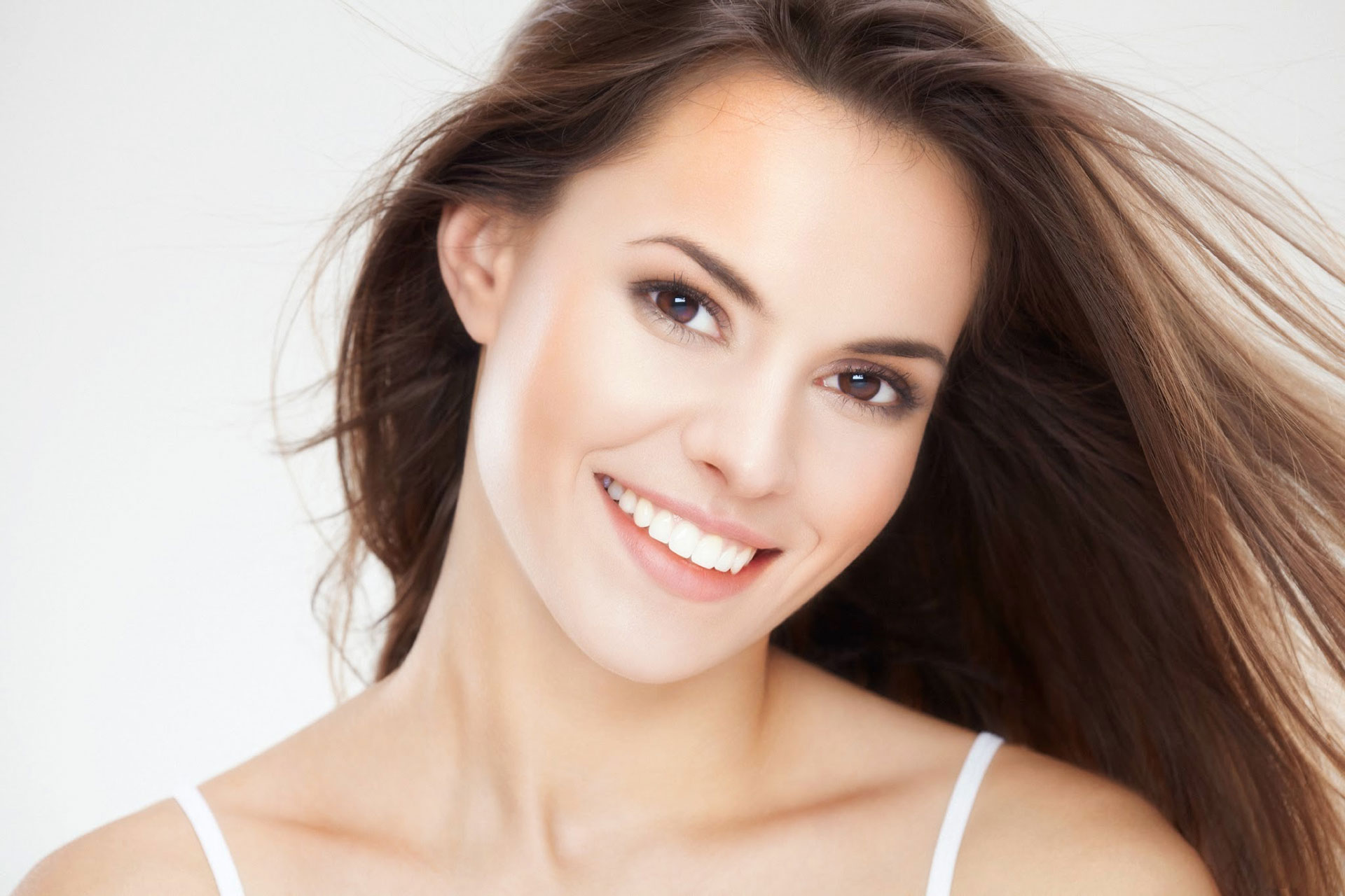 HOW CAN VENEERS IMPROVE MY SMILE?